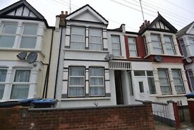 WL253-Four bedroom house with garden in Harlesden, NW10