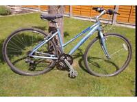 Beautiful lightweight ladies Pinnacle hybrid bike 18 speed gears all work superb