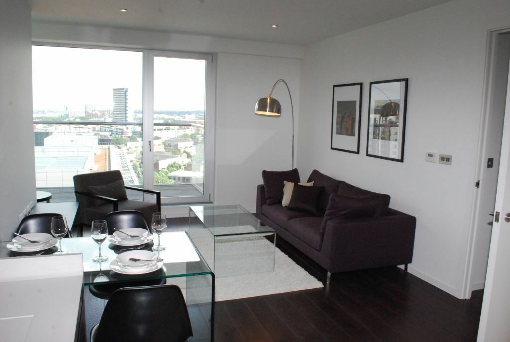 Spacious 2 bed 2 bath flat in Baltimore Wharf, E14, private balcony, gym, 24hr concierge, pool, spa