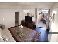 2 bedroom flat in Old Oak Common Lane, London, W3 (2 bed) (#1213658)