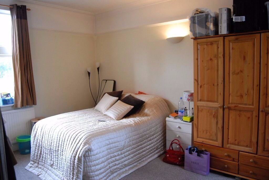 1 BED FLAT (5 mins walk to Tooting Bec Tube - Northern Line )