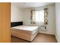 Double bedroom available to let for working professionals - No DSS applicants please