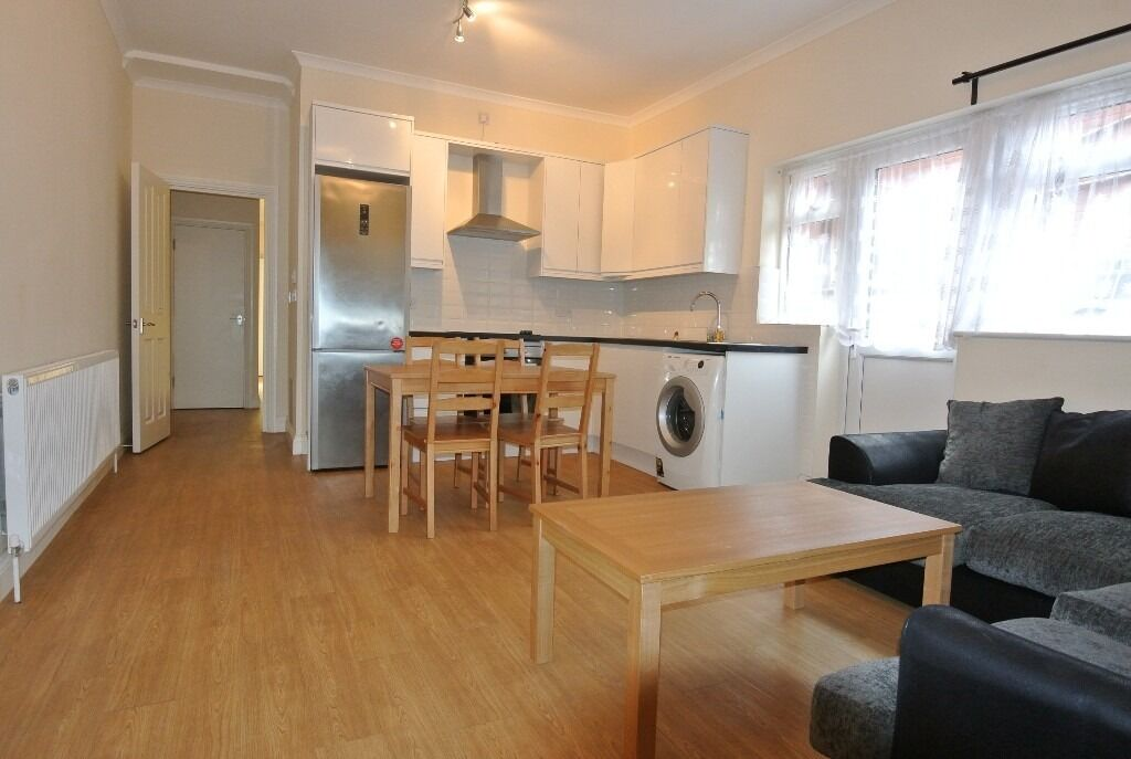 CL057-A. Recently refurbished ground floor 3 bedroom flat with garden in Cricklewood.