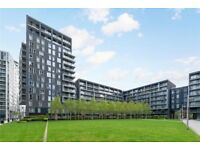 Stunning 3 Bedroom Penthouse Available Located Only 5 Min Walk to Heron Quays Dlr *SHORT LET*