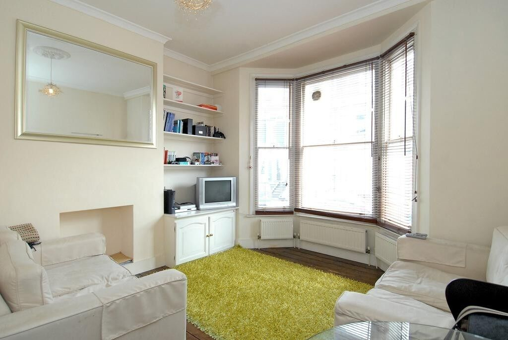 A bright two bedroom ground floor flat, situated on Halford Road in central Fulham, SW6