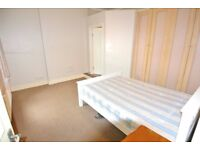 Large and spacious first floor 3 bedroom/3 bathroom flat with roof terrace in Cricklewood NW2