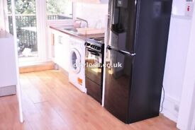 Dss welcome Newly Renovated Spacious 3/4 Bedroom Flat In Stepney Green E1