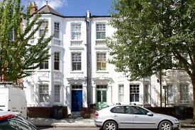 A beautiful two bed first floor Victorian flat to rent on quiet road in Stockwell/Oval