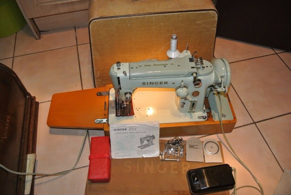 Singer 319K Freehand Embroidery Sewing Machine With Instruction Manual & Accessories