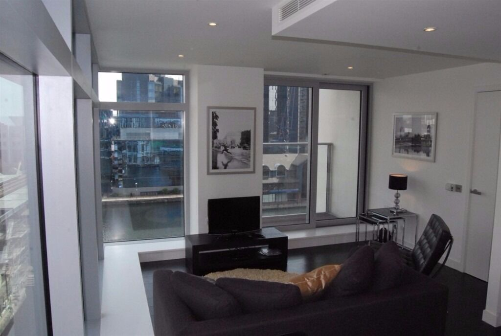 1 Bedroom flat in Pan Peninsula East Tower, Canary Wharf, GYM, POOL, 24HR PORTER, BALCONY,