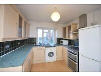 Spacious three bedroom, situated approximately 10 min to East Finchley