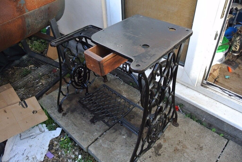 Singer Vintage 29K Leather Patcher/Cobbler Industrial Sewing MachineTable/Stand