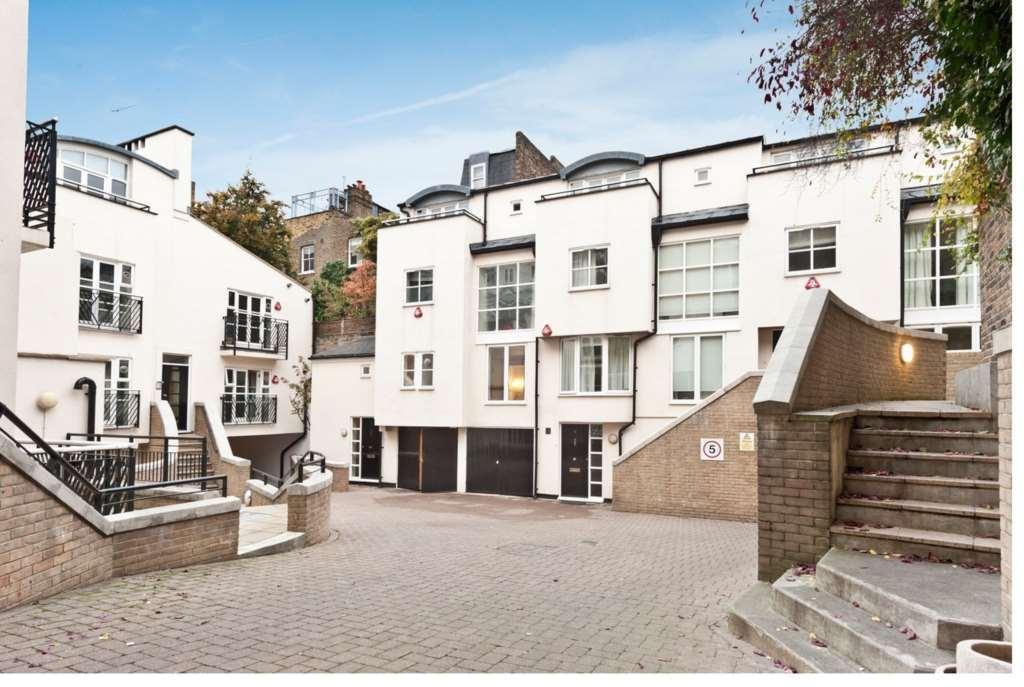 3 bedroom flat in Peony Court, Park Walk, South Kensington, London SW10 0AJ
