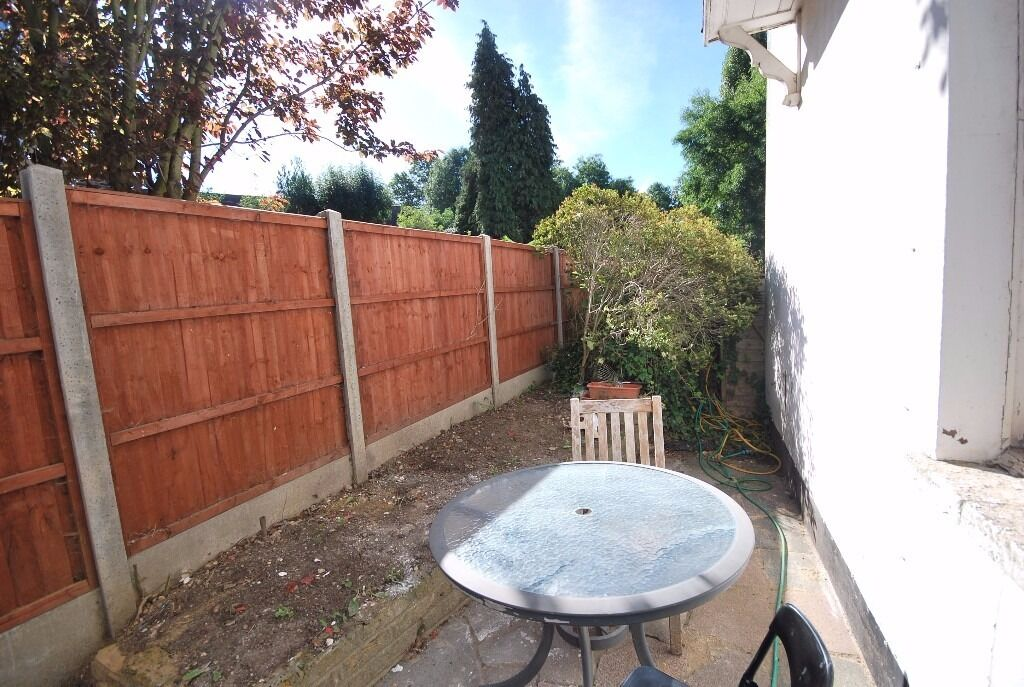 One bedroom flat with garden , close to Finchley Central station and amenities
