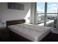 LUXURY 2 BED,2 BATH, CLOSE TRANSPORT LINKS,PRIVATE BALCONY,24HR CONCIERGE,ON SITE GYM,FURNISHED