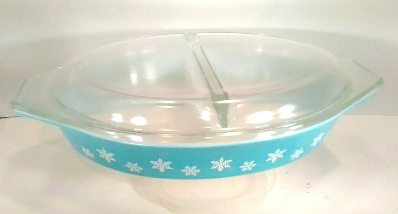 Vintage Pyrex Turquoise Snowflake Divided 1 1/2 Quart Casserole Dish With Lid - $39.77