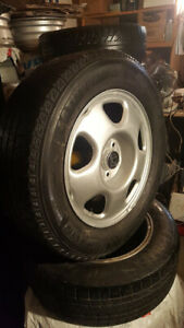 4 MAG HONDA & pneu d'hiver Michelin 235 65R 17 bon etat
