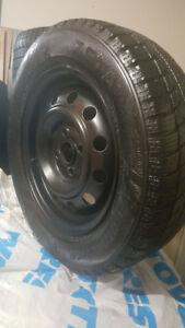 2 pneu d'hiver 185 65R 14 zeta avec Jantes (4x100) come neuf