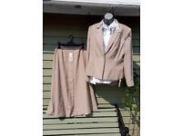 BNWT 3 Piece Ladies outfit Size 16