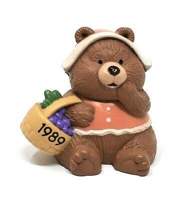 RARE 1989 HALLMARK THANKSGIVING BEAR WITH BERRIES IN BASKET MINIATURE ORNAMENT