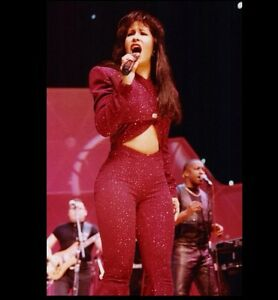 Selena Quintanilla Last Purple Outfit at Her Last Concert ...
