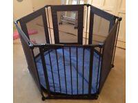 Lindam Safe & Secure metal / fabric playpen / room divider, excellent condition