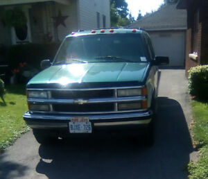 1997 Chevy Suburban   $1200 needs transmission