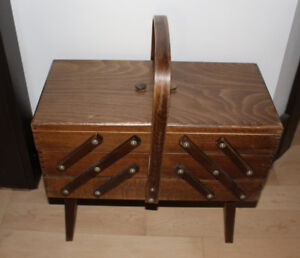 Accordion style sewing storage in very good condition