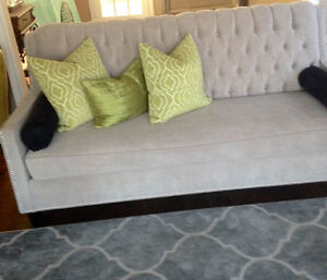Gorgeous grey couch in prestine condition!!!