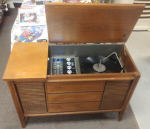 1950's Phillips Tube AM/FM Record Player Cabinet