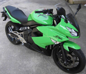 2011 Kawasaki Ninja 400R—Show Room Condition