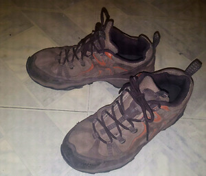 Boys Columbia shoes size 7