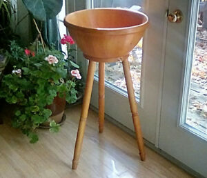 Large Wooden Bowl and Stand,  Salad Bowl, Pomerant Thailand