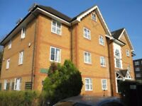 Caan & Rose Estates present to you a lovely 2 bedroom Spacious flat! PROFESSIONALS ONLY