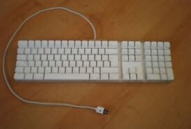 Apple Wired Keyboard A1048