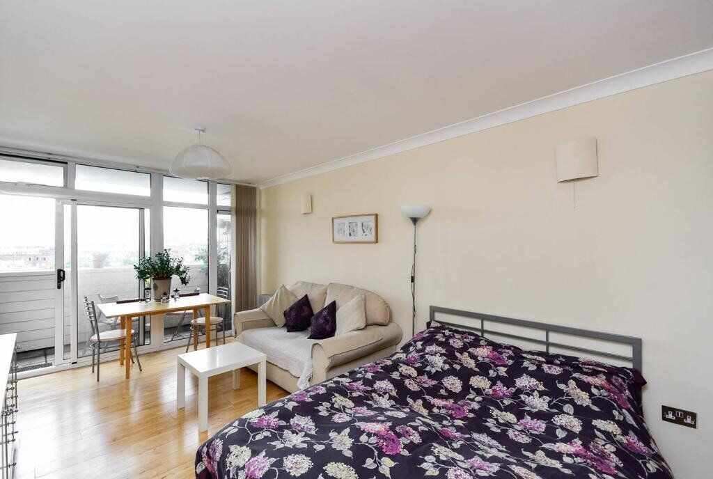 Hide Tower Studio, Westminister ZONE 1, MUST SEE, Available Now