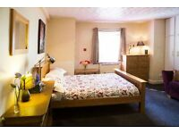 Snug and Welcoming Studio Apt. 1 Bedroom. Serviced Apartment in Leafy South Manchester.