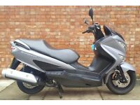 Suzuki Burgman 125, Matt grey with only 840 miles