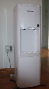 Distributrice d'eau froide