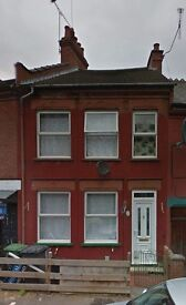 Prestige Move are proud to present a 2 bedroom house near the Town Centre