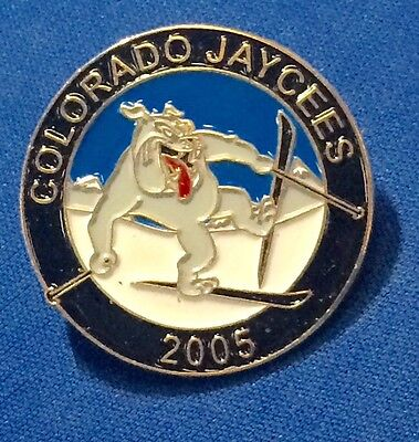 COLORADO JAYCEES 2005 ~ Skiing Bulldog Souvenir Pin ~ Ski