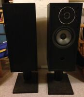 ENERGY 22 REFERENCE SPEAKERS. WITH STANDS.