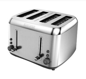 TOASTER 4 Slice. Mint condition.