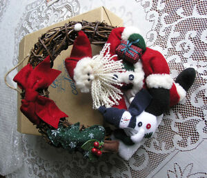 Wicker Wreath With Santa and Snowman (Avon)