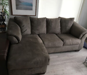 Sectional sofa w/ pull out bed