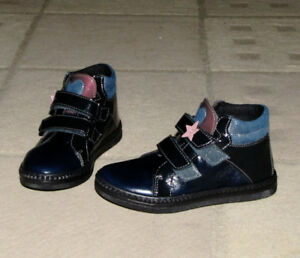 Boogie Browns 100 % leather girl shoes (navy), size 13.