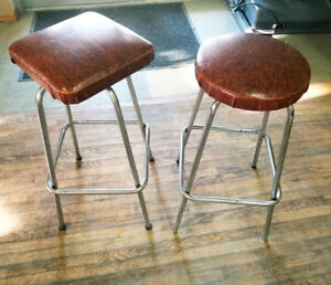 COUNTER-HEIGHT STOOLS