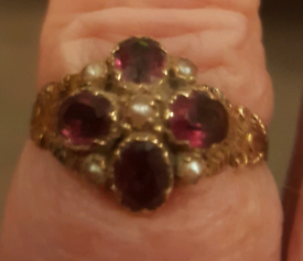 REDUCED! VICTORIAN 9 CT GOLD AND GARNET RING