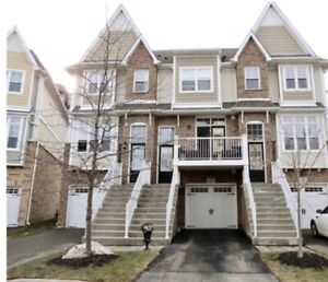 2 BEDROOM WITH DEN 3 STOREY/TOWNHOUSE ~DOWNTOWN ST CATHARINES~