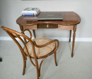 Antique kidney shaped desk in perfect conditions/ hallway table
